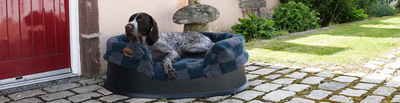 Raised Dog Bed and Spare Liners on Tuffies